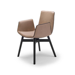 Amelie | Armchair mit Holz mit Kreuzzarge | Stühle | FREIFRAU MANUFAKTUR