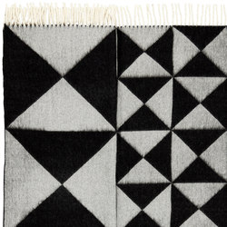 Mirror Throw | Black | Formatteppiche | Verpan
