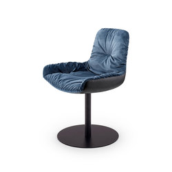 Leya | Armchair Low with central leg | Sedie | FREIFRAU MANUFAKTUR