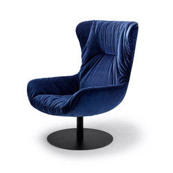 Leya | Wingback Chair with central leg | Poltrone | FREIFRAU MANUFAKTUR