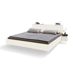 Flai bed lacquered pure white with headboard | Beds | Müller small living