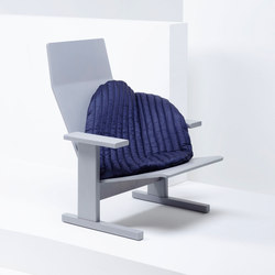 Quindici Lounge with Pillow blue | MC15 | Sessel | Mattiazzi