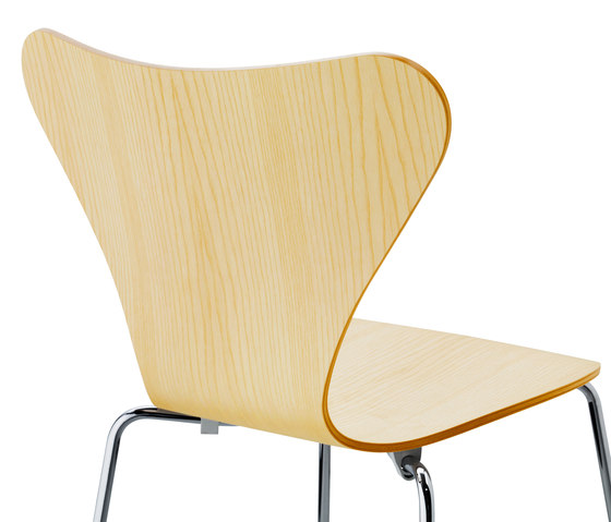 Series 7™ Model 3107 by Fritz Hansen | Multipurpose chairs