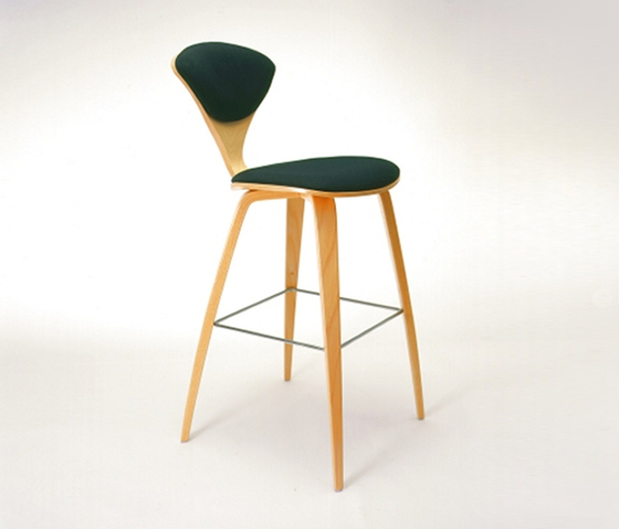 Cherner Wood Base Stools di Cherner | Sgabelli bar