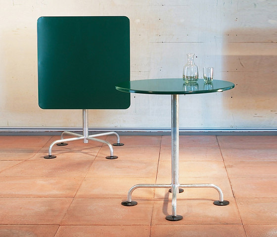 The classic garden table by Atelier Alinea | Dining tables