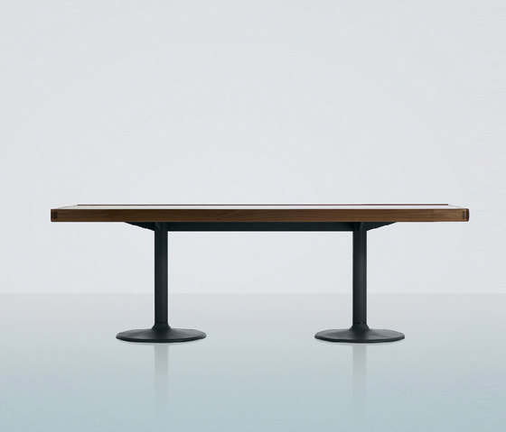LC11-P by Cassina | Restaurant tables
