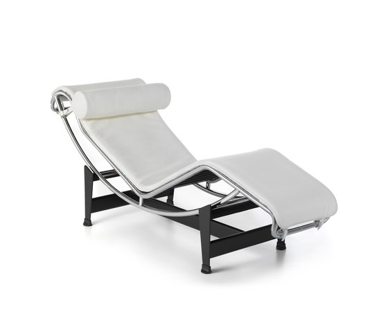 LC4 by Cassina | Chaise longues