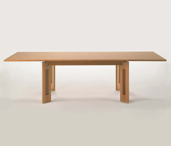 320 Berlino by Cassina | Dining tables