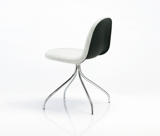 Gubi Chair – Swivel Base by GUBI | Conference chairs