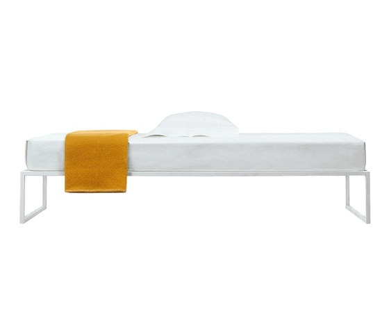 Fronzoni '64 Bed by Cappellini | Single beds