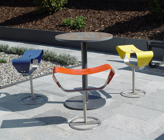 Evolution free-standing with base plate by BURRI | Garden stools