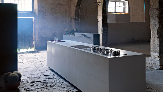 Artematica Synthesis I Bianco Uni by Valcucine | Island kitchens