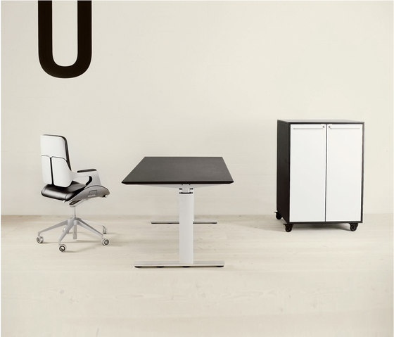 GOS I by GUBI | Executive desks