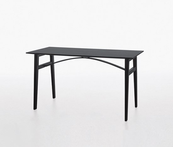 Brygga table BR3 12550 di Karl Andersson | Tavoli a consolle