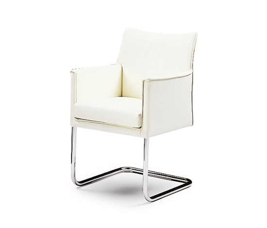 Sedan cantilever chair by Wittmann | Restaurant chairs