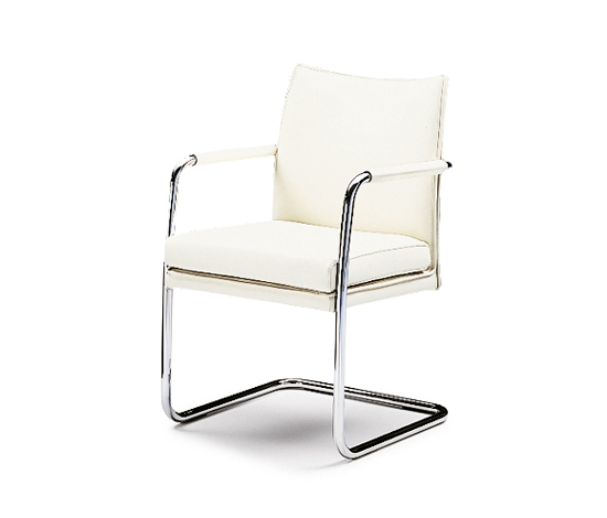 Sedan cantilever chair by Wittmann | Restaurant chairs