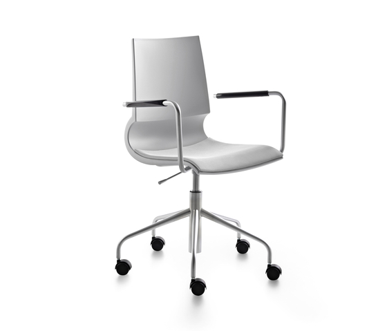 Ricciolina swivel base with armrests with wheels and gas lift with seat cushion de Maxdesign | Sillas de oficina