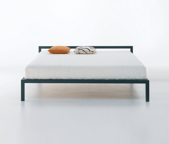 Aluminium Bed Laccato by MDF Italia | Double beds