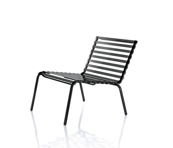 Striped Low chair by Magis | Garden armchairs