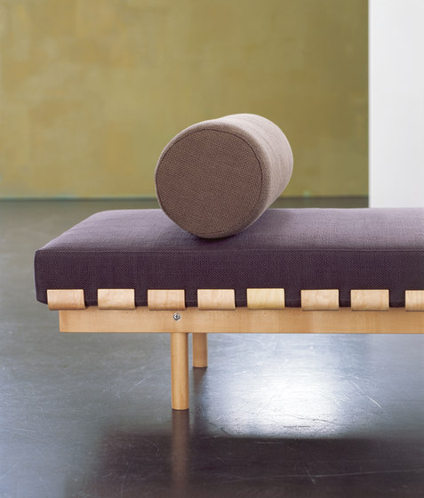 Banco Taka by Santa & Cole | Waiting area benches