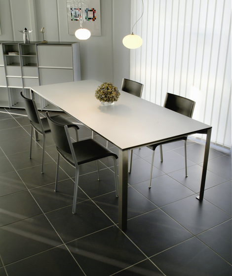 GIN by adeco | Dining tables