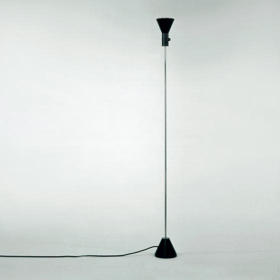 ES 57 SW floor lamp di Tecnolumen | Illuminazione generale