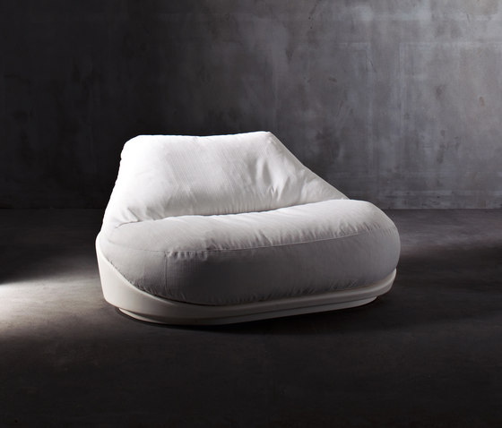 Hug by Serralunga | Garden armchairs