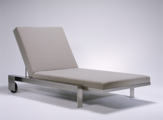 Indoor/Outddor Group Chaise Lounge by Marmol Radziner Furniture | Sun loungers