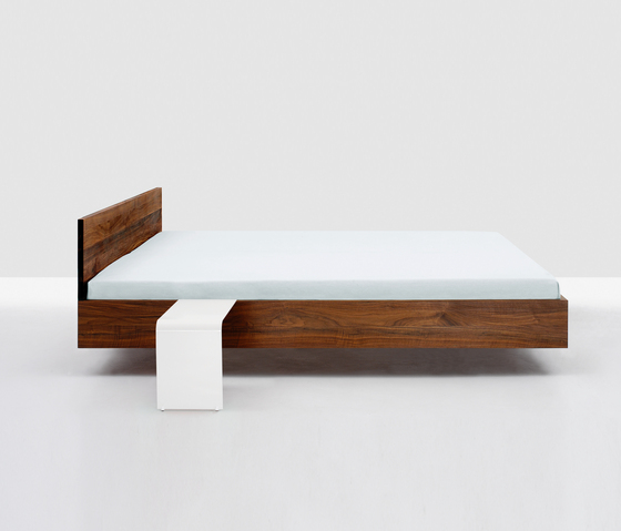 Simple Hi by Zeitraum | Beds