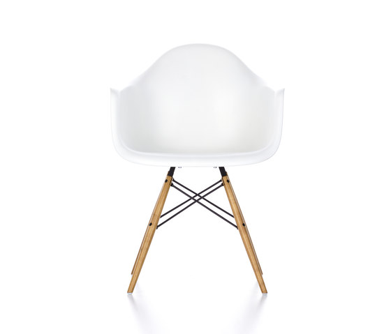 Eames Plastic Armchair DAW by Vitra | Visitors chairs / Side chairs