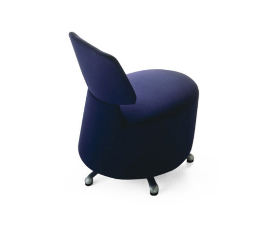 K06 01 Aki by Cassina | Lounge chairs