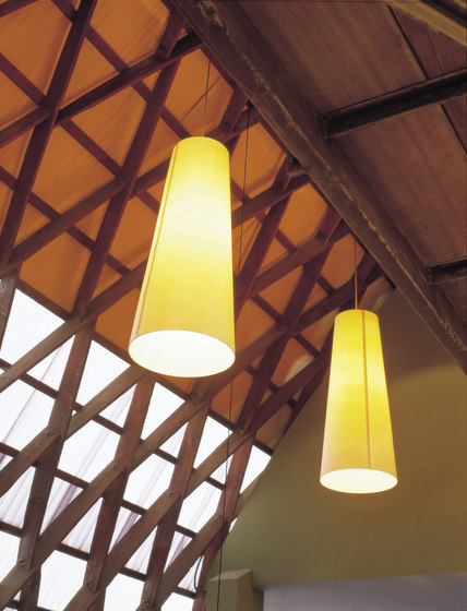 GT4 | Pendant Lamp by Santa & Cole | Suspended lights