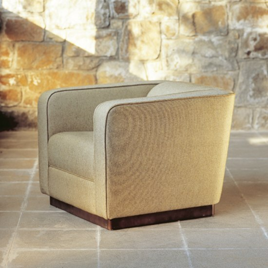 Coliseum by Santa & Cole | Lounge chairs