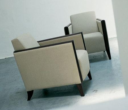 Iris by Santa & Cole | Lounge chairs