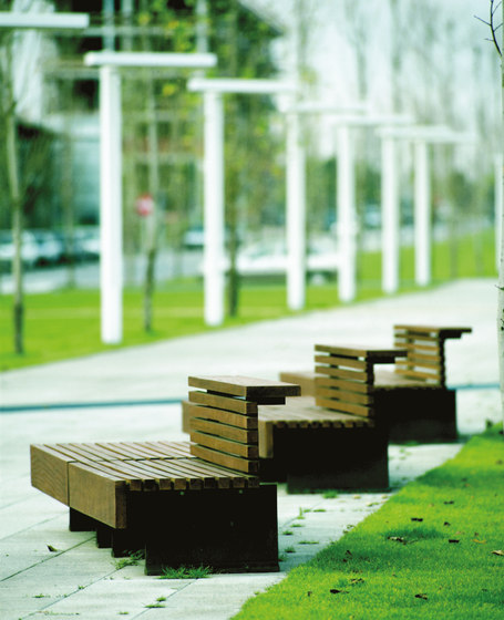 Moon by Santa & Cole | Exterior benches