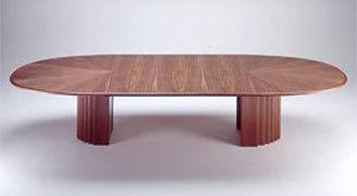Oval tisch von r thlisberger produkt for Massivholztisch ausziehbar