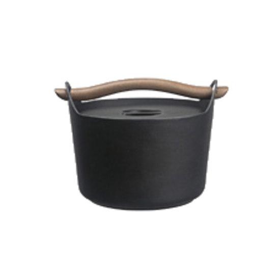 Sarpaneva Cast iron casserole 3.0l by iittala | Kitchen accessories