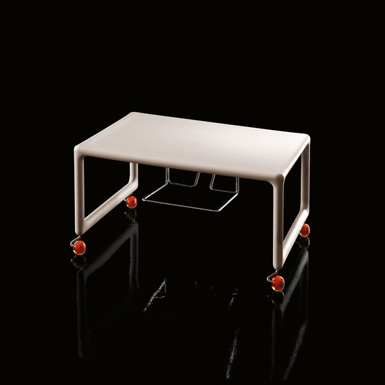 Air-TV table by Magis | AV trolleys