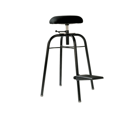 Bass Travel Stool  710 1208 by Wilde + Spieth | Orchesteral furniture