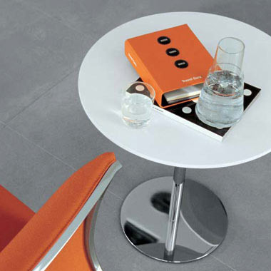Round by Tacchini Italia | Cafeteria tables