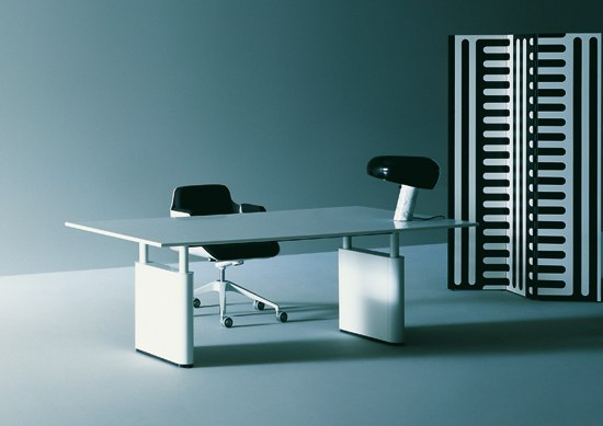 Kum by Tecno | Executive desks