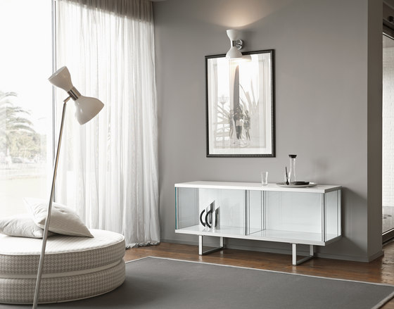 Broadway low by Tonelli | Display cabinets