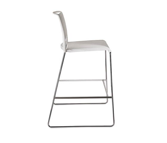 Aline 230/5 by Wilkhahn | Bar stools