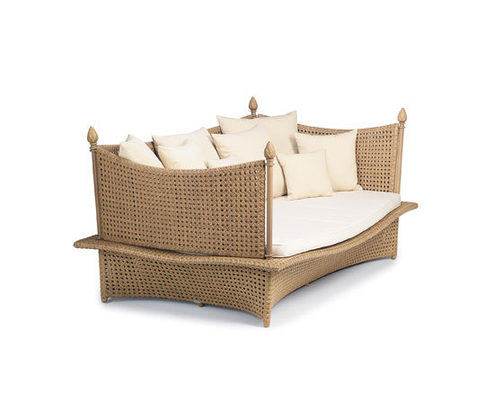 Daydream Four-post bed XXL by DEDON | Garden sofas