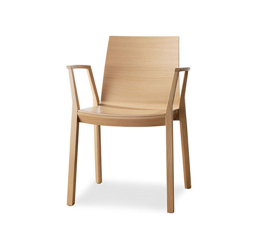 arta stacking chair with arms di Wiesner-Hager | Sedie visitatori