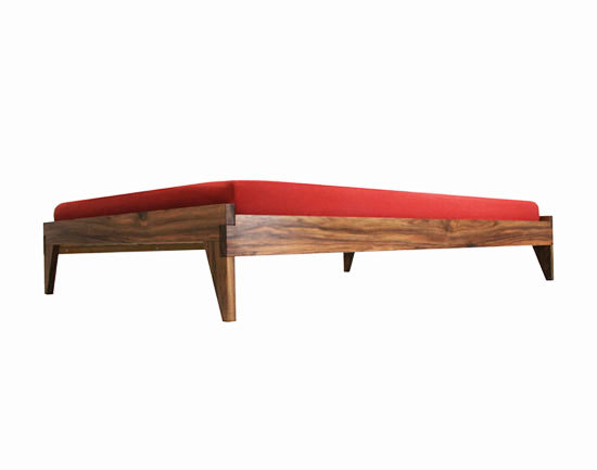 Bett by Lutz Hüning | Double beds