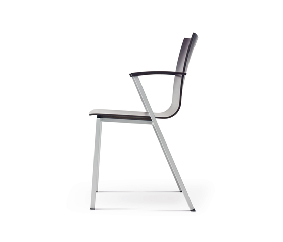 publix chair with armrests di Wiesner-Hager | Sedie visitatori