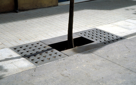Yarg | Tree grate by Escofet 1886 | Tree grates / Tree grilles
