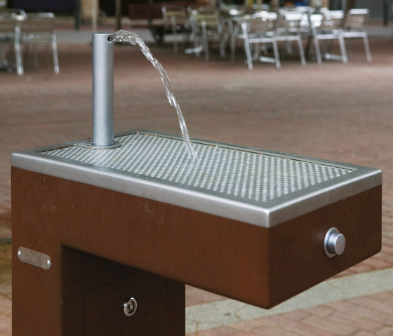 Caudal by Santa & Cole | Water features