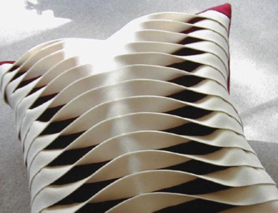 Twist cushion by ANNE KYYRÖ QUINN | Cushions